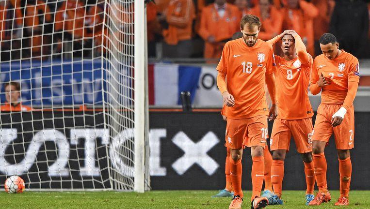 Ongeloof bij Bas Dost, Georginio Wijnaldum en Kenny Tete na de 0-3 door Robin van Persie. Beeld Guus Dubbelman / De Volkskrant