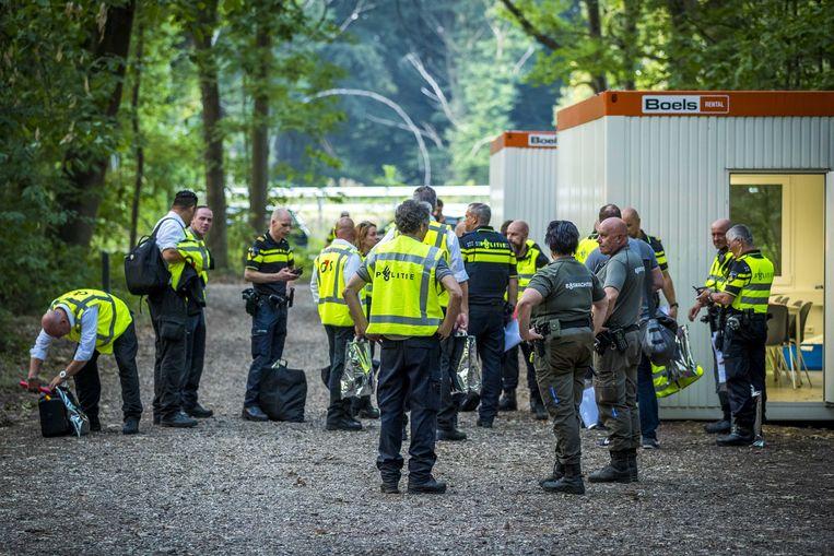 Voor de bewaking van de schouw zijn meer dan honderd politiemensen en militairen ingezet.