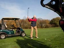 Henk Steinmeijer uit Delden is 90 en dus kan hij pronken met de auto van 007