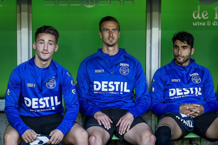 Donis Avdijaj (links) en Aras Özbiliz (rechts) kregen een invalbeurt tegen FC Groningen, Thomas Meissner (midden) bleef op de bank.