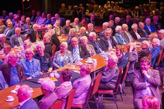 Bijeenkomst van (oud-) gedecoreerden op Koningsdag 2017 in De Pas. De accommodatie heeft niet alleen voor Heesch een functie maar ook voor de gemeente Bernheze.
