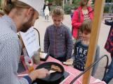 Papa's in Enschede bakken samen 2000 pannenkoeken