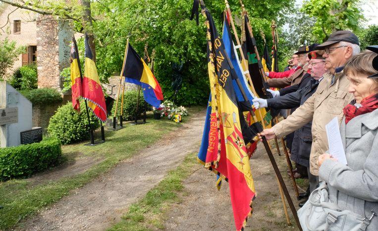 SINT-KATELIJNE-WAVER - Op de plek waar de bommenwerper crashte, werd er 75 jaar na datum even stil gestaan bij de gesneuvelde soldate.