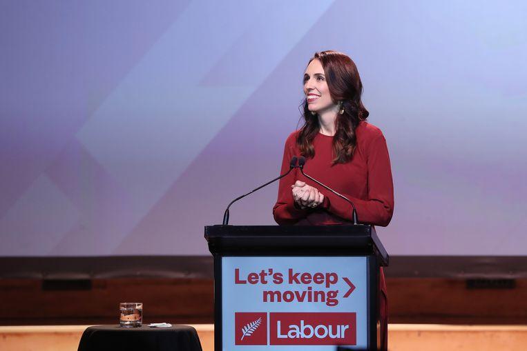 Premier Ardern spreekt zaterdag de Labourpartij toe na de overwinning. Beeld Hollandse Hoogte / AFP