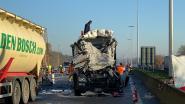 Drie ongevallen op E34 naar Antwerpen op halve dag tijd: chauffeurs uit Retie (55) en Oud-Turnhout (26) overlijden ter plekke