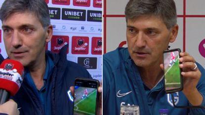 Ongezien: Mazzu pakt tijdens interview (én op persconferentie) gsm om fout VAR aan te tonen