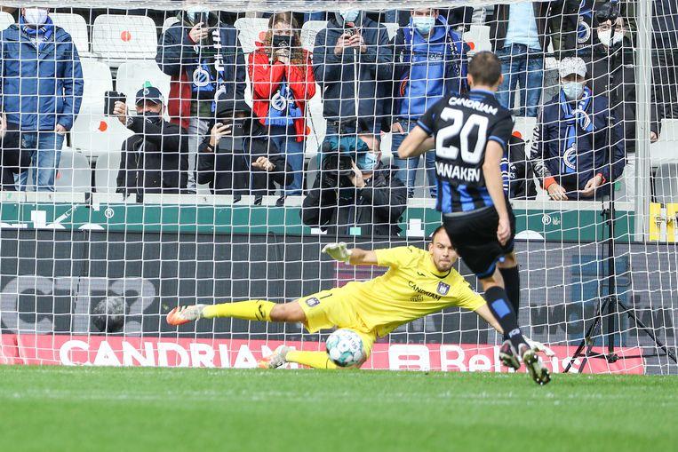 Hans Vanaken scoort vanaf de stip tegen Anderlecht. Beeld BELGA