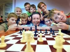 Meerkerk in de ban van de schaaksport: 'Mijn dochter begon en nu schaakt ons hele gezin'