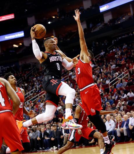Harden en Westbrook loodsen Rockets naar zege