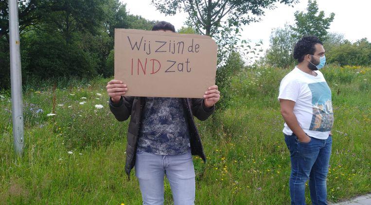 Een bewoner van het azc in Hoogeveen tijdens een protest tegen de onduidelijke en lange asielprocedures. Beeld Privéarchief
