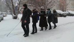 VIDEO. Volg de gids. Blinde Vladimir toont toeristen zijn stad