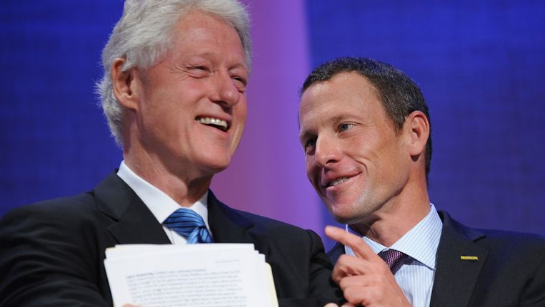Bill Clinton en Lance Armstrong in 2008. Beeld AFP