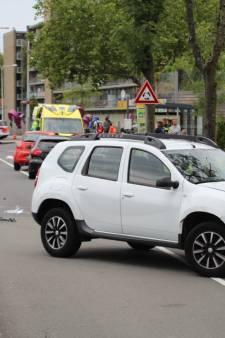 Voetganger zwaargewond bij aanrijding door auto op Middel Broekweg in Naaldwijk