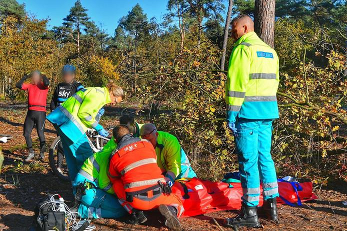 Mountainbiker zwaargewond na val.