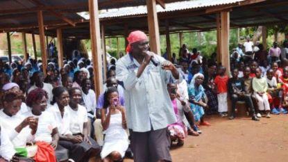 """Rappende priester geschorst door Keniaanse katholieke kerk: """"Met rap breng ik jongeren naar de kerk, dan breng ik ze naar Christus"""""""