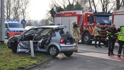 Bejaarde man zwaargewond uit autowrak gehaald in Gent