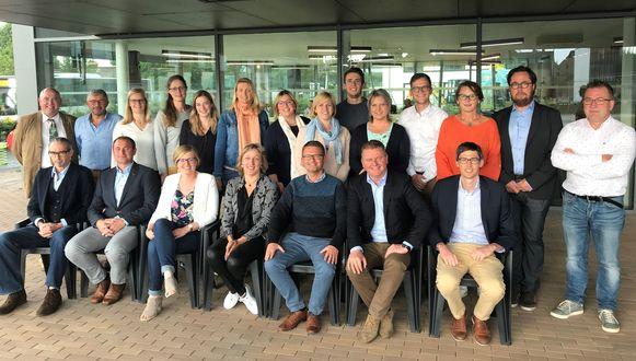 De voltallige gemeente- en OCMW-raad van Oudenburg