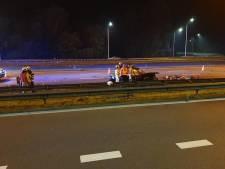 Man (24) doodgereden op pechstrook E40 in Brugge: z'n vrouw en kind ontsnappen aan de dood