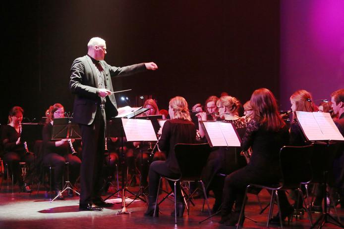 Alfred Willering dirigeert het door hem zelf opgerichte Symfonisch Blaasorkest Overijssel. Ook daar is hij opgevolgd door Wim Booij.