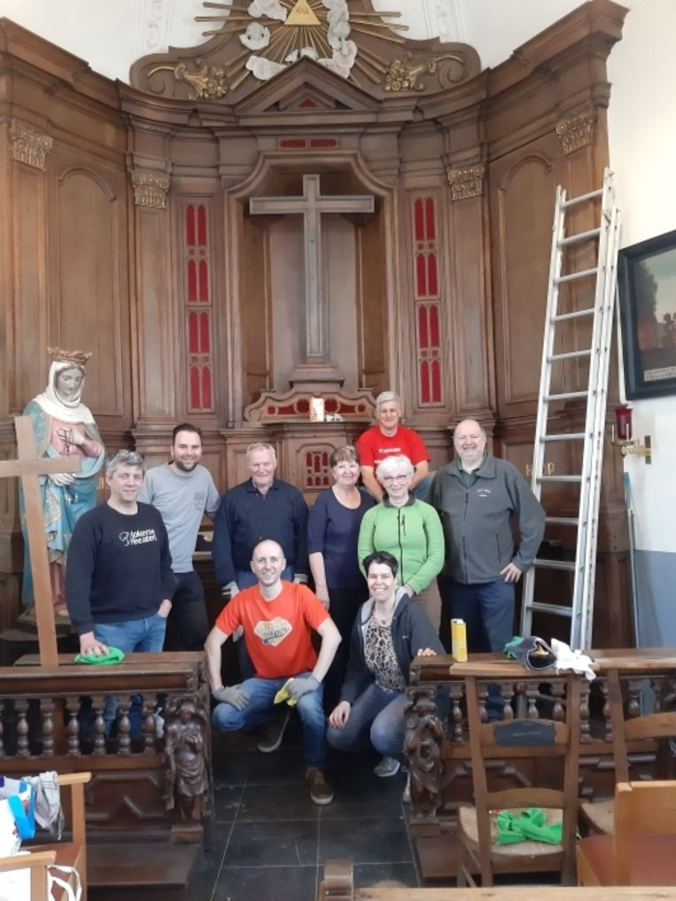 De leden van CD&V Lokeren gaven de Kruiskapel een grondige poetsbeurt.