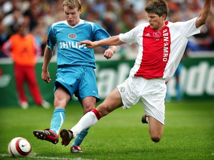 Michael Ball in duel met Klaas-Jan Huntelaar.
