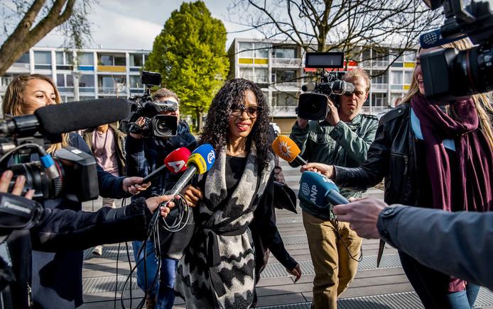 Sylvana Simons begin december bij de rechtszitting waar 22 mensen moesten voorkomen wegens beledigende en bedreigende filmpjes, posts en mailtjes naar haar.