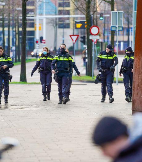Politie uit voorzorg op 18 Septemberplein in Eindhoven, binnenstad tot dinsdagochtend 'veiligheidsrisicogebied'