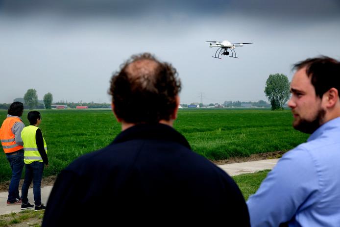 Een drone voor de landbouw gaat de lucht .