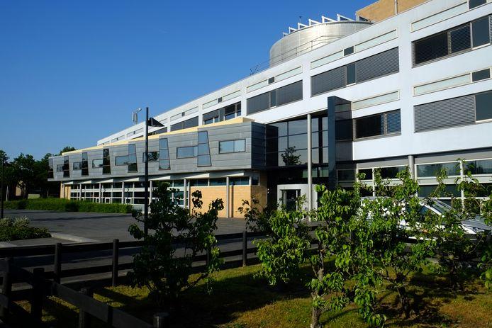 Inwoners hoeven alleen nog naar het gemeentehuis in Oud-Beijerland te reizen voor de eerste inschrijving in de basisregistratie personen.