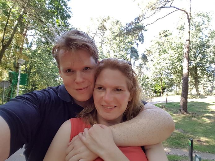 Marc van Houtum en Claudia van Gorp uit Eindhoven. Ze hebben een huis gekocht in Brandevoort omdat er in de stad niet veel te koop is op het moment.