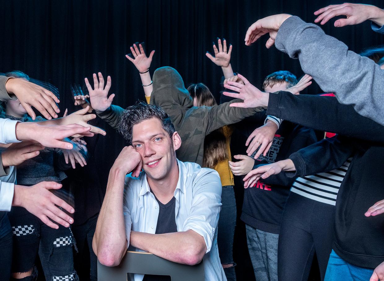 Jeroen Cooiman: 'Tijdens mijn lessen drama acteer ik gewoon mee. Dat vinden die kinderen fantastisch.'