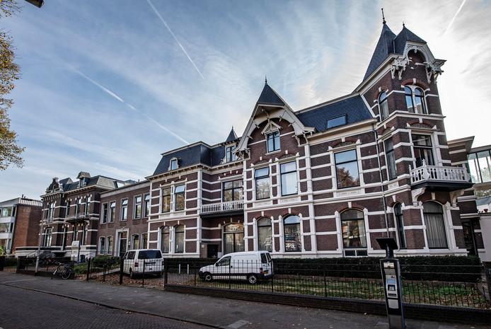 De voormalige kantoorvilla's aan de St. Canisiussingel in Nijmegen. Hier wonen nu zo'n 130 studenten.