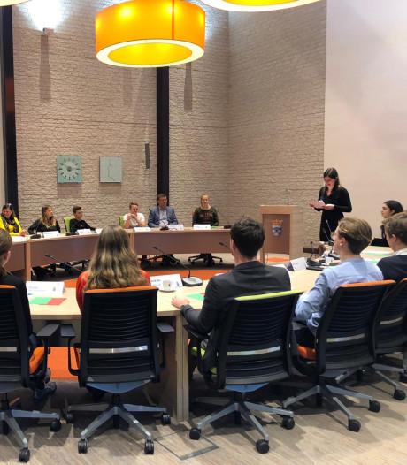 Leerlingen winnen debat van raadsleden West Maas en Waal