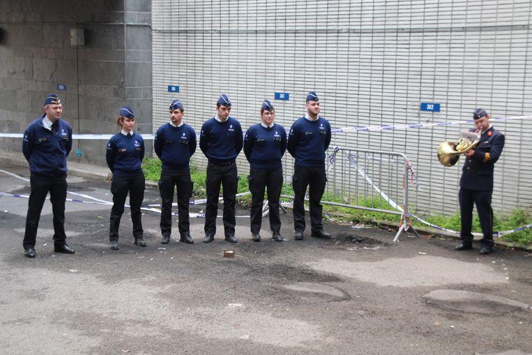 Een agent speelde gisteren de Last Post op het afscheid van het oude politiegebouw in de Oude-Vestingsstraat.