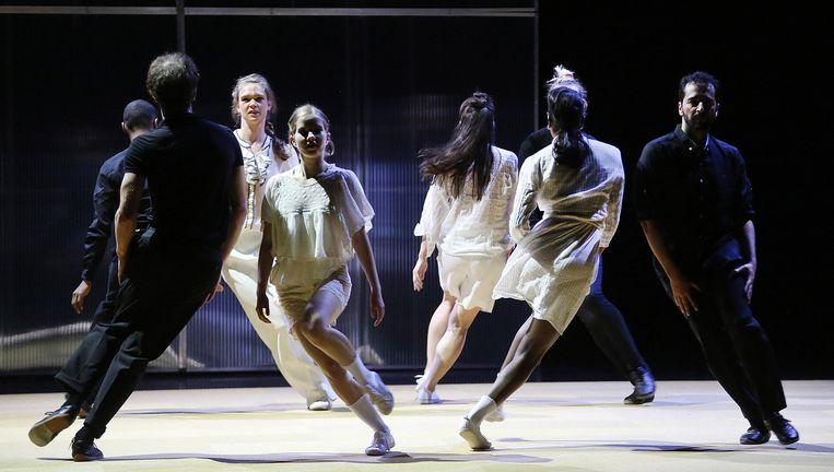 Dansvoorstelling 6: THE SQUARE van Nicole Beutler. Beeld Anja Beutler