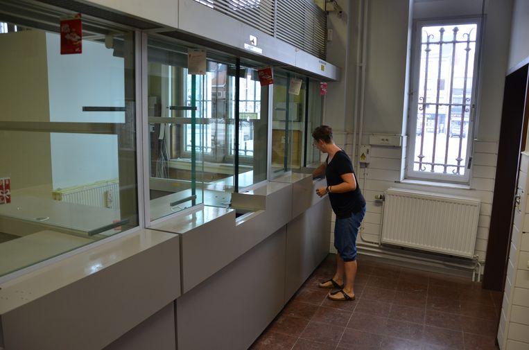 De lokettenzaal van het voormalige postgebouw krijgt nog een laatste poetsbeurt voor Open Monumentendag.