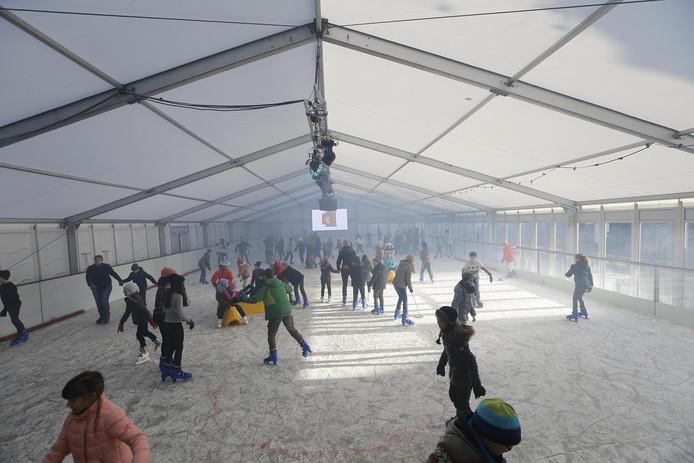 IJsbaan Oosterhout in 2016. Kinderen van minima krijgen een kaartje voor de IJsmarkt in Oosterhout als onderdeel van het Winterpakket.