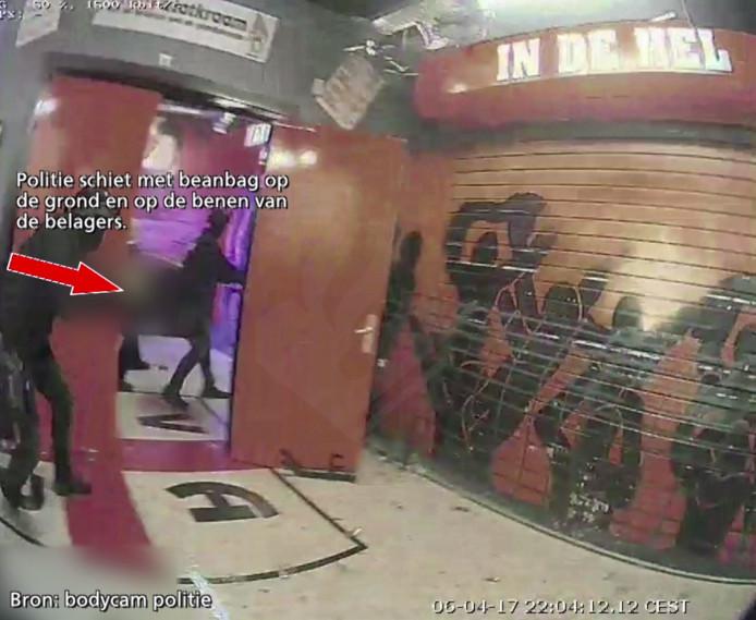 Fragment uit de video van de bodycam van de politie.