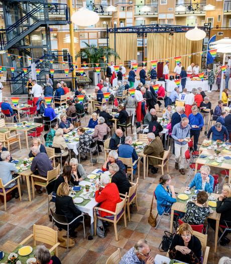 Lions en gemeente verzorgen lunch voor Bornse vrijwilligers