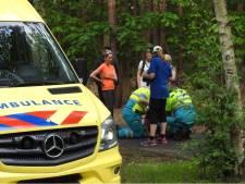 Fietser met hoofdletsel naar ziekenhuis na harde valpartij in Waalre