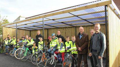 Veldschool neemt nieuwe fietsenberging in gebruik