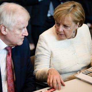 Merkel zet druk achter Europees vluchtelingenbeleid, maar timing had niet slechter kunnen zijn