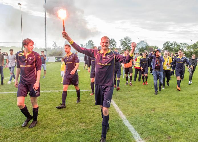 Na de zege van Walcheren op Zaamslag ontstond er een flink voetbalfeest.