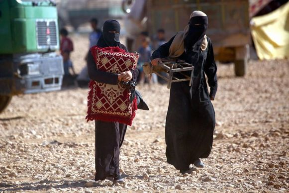 Archiefbeeld van aan IS gelinkte vrouwen in het Ain Issa-kamp.