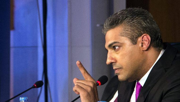 Mohamed Fahmy tijdens een persconferentie waarin hij zijn werkgever beschuldigt. Beeld epa