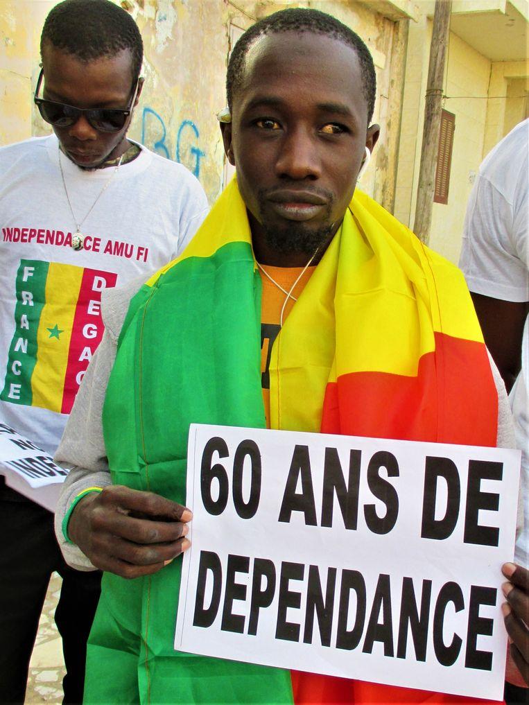 Een tegen Frankrijk gerichte demonstratie, nagespeeld voor de video van Xrum Xax. Beeld marnel breure