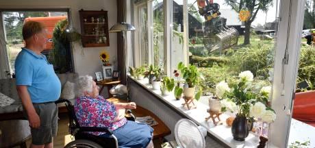 Heftige zomerstorm laat spoor van vernieling achter in Barneveld: 'Boom heeft heel de tuin vernietigd'