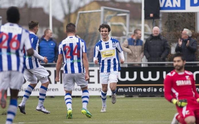 FC Lienden-aanvaller Mo Bendadi (tweede van rechts).