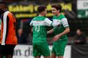 De debuterende Tijn van Galen (rechts) viel sterk in en gaf een assist op Jens Wirix (links).