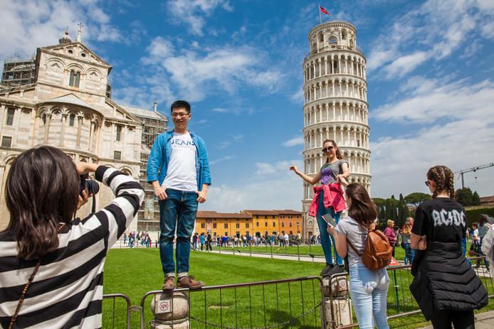 Toeristen in Pisa, Italië.